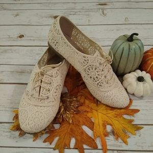 Lower East Side Cream Lace Oxfords